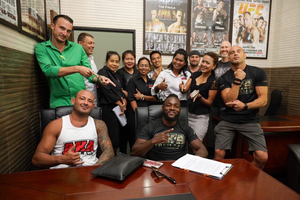 Manel Kape signs UFC contract alongside AKA Thailand teammates